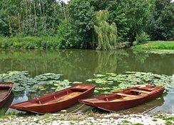 Glissez au fil de l'eau sur les barques du Marais Poitevin.